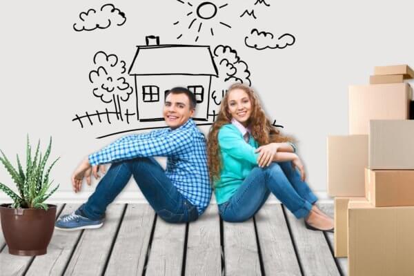 Jeune couple en déménagement